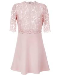 Vestido recto de encaje rosado de Valentino