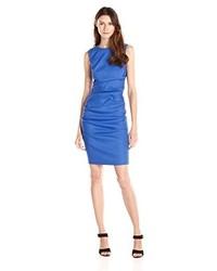 Vestido tubo azul de Nicole Miller