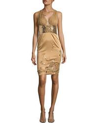 Vestido tubo con cuentas dorado
