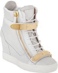 Zapatillas con cuña blancas