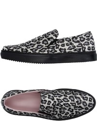 Zapatillas slip-on de leopardo en blanco y negro