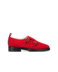 Zapatos con doble hebilla de cuero rojos de Leandra Medine