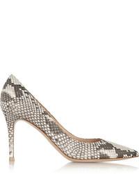 Zapatos de tacón con print de serpiente