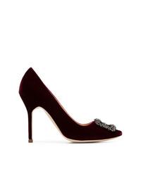 Zapatos de tacón de ante con adornos burdeos de Manolo Blahnik