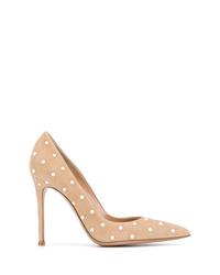 Zapatos de tacón de ante con adornos en beige de Gianvito Rossi