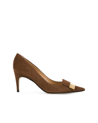 Zapatos de tacón de ante con adornos marrónes de Sergio Rossi