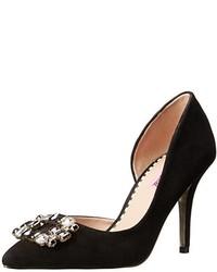 Zapatos de Tacón de Ante con Adornos Negros de Betsey Johnson