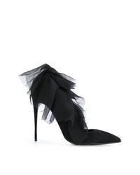 Zapatos de tacón de ante con adornos negros de Maison Ernest