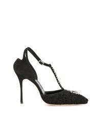Zapatos de tacón de ante con adornos negros de Manolo Blahnik