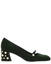 Zapatos de tacón de ante con adornos verde oscuro de Stuart Weitzman