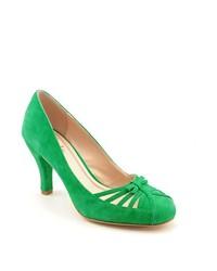Zapatos de tacón de ante con recorte verdes