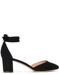 Zapatos de tacón de ante negros de Tila March