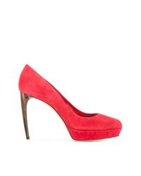 Zapatos de tacón de ante rojos de Alexander McQueen