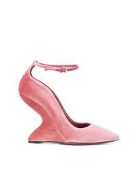 Zapatos de tacón de ante rosados de Salvatore Ferragamo