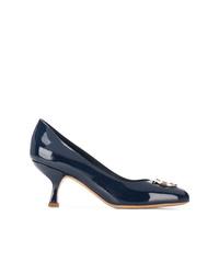 Zapatos de tacón de cuero con adornos azul marino de Salvatore Ferragamo