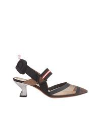 Zapatos de tacón de cuero con adornos negros de Fendi