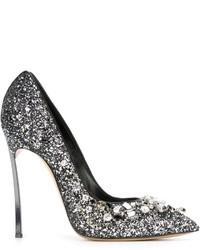 Zapatos de tacón de cuero con adornos plateados de Casadei