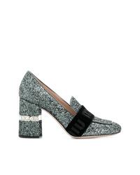 Zapatos de tacón de cuero con adornos plateados de Miu Miu