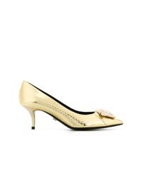 Zapatos de tacón de cuero con print de serpiente dorados de Versace