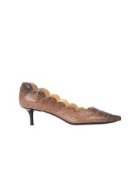 Zapatos de tacón de cuero con print de serpiente en tabaco de Chloé