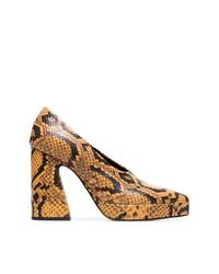 Zapatos de tacón de cuero con print de serpiente marrónes de Proenza Schouler