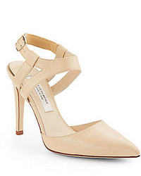 Zapatos de tacón de cuero con recorte en beige