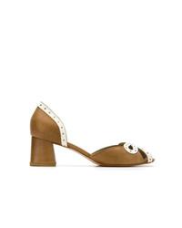 Zapatos de tacón de cuero con recorte mostaza de Sarah Chofakian