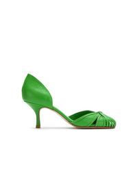 Zapatos de tacón de cuero con recorte verdes de Sarah Chofakian