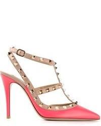 eb5590bd1842f Comprar unos zapatos de tacón de cuero con tachuelas rosa  elegir ...