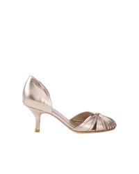 Zapatos de tacón de cuero dorados de Sarah Chofakian
