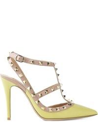 Zapatos de tacón de cuero en amarillo verdoso de Valentino Garavani