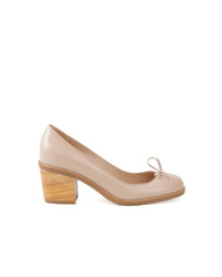 Zapatos de tacón de cuero en beige de Sarah Chofakian