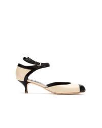 Zapatos de tacón de cuero en blanco y negro de Sarah Chofakian