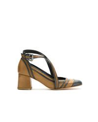 Zapatos de tacón de cuero en negro y marrón claro de Sarah Chofakian