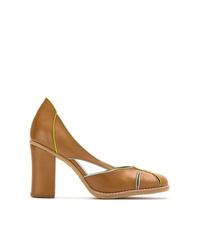 Zapatos de tacón de cuero en tabaco de Sarah Chofakian