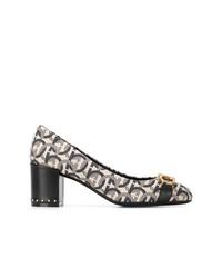 Zapatos de tacón de cuero estampados grises de Salvatore Ferragamo