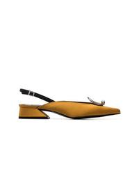 Zapatos de tacón de cuero mostaza de Yuul Yie