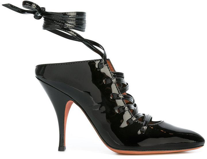 Zapatos de tacón de cuero negros de Givenchy