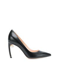 Zapatos de tacón de cuero negros de Nicholas Kirkwood