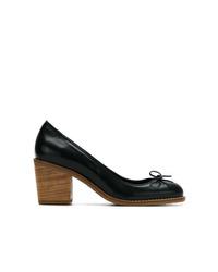 Zapatos de tacón de cuero negros de Sarah Chofakian