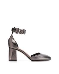 Zapatos de tacón de cuero plateados de RED Valentino