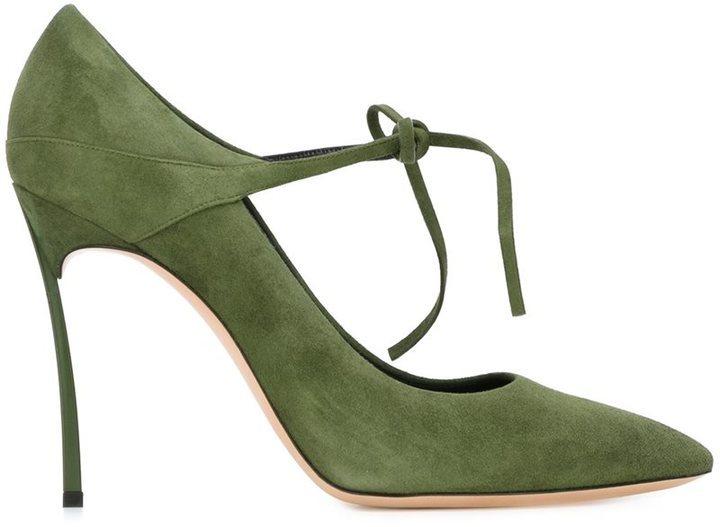 84096d57 Zapatos de tacón de cuero verde oliva de Casadei, MEX$10,103 ...