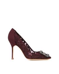 Zapatos de tacón de encaje burdeos de Manolo Blahnik