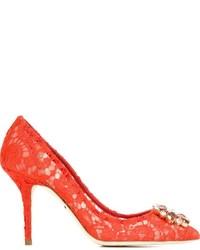 Zapatos de tacón de encaje rojos de Dolce & Gabbana