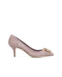 Zapatos de tacón de encaje violeta claro de Dolce & Gabbana