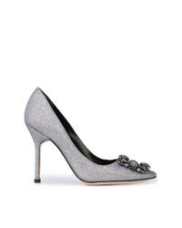 Zapatos de tacón de lentejuelas con adornos plateados de Manolo Blahnik