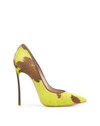 Zapatos de tacón de pelo de becerro en amarillo verdoso de Casadei