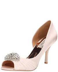 Zapatos de tacón de satén con adornos blancos de Badgley Mischka
