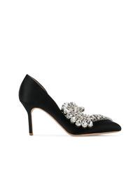 Zapatos de tacón de satén con adornos negros de Paula Cademartori