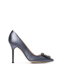 Zapatos de tacón de satén con adornos plateados de Manolo Blahnik